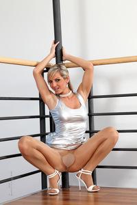 Vendy In Super Glanzed Pantyhose 16
