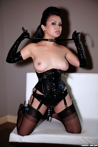 Caroline Aquino Black Corset 01