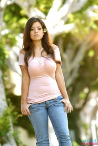 Yurizan Strips Off Her Blue Jeans 03