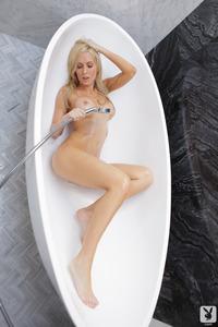 Nude Cybergirl Jennifer Vaughn 07
