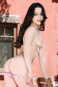 Amateur Playboy Babe Tilly McReese Is In Full Bloom 08