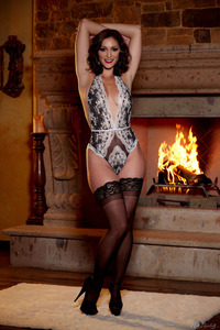 Glam Babe Carlotta Champagnestrips By The Fireplace 02
