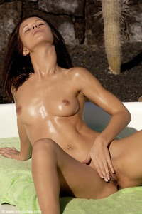 Susana Spears Sun Kissed Beauty 03