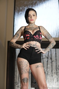 Tomboy's And Tattoos: Leigh Raven 00