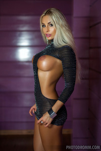Busty Blonde Glam Babe Maria Shows Her Perfect Body 00