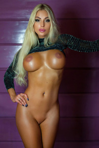 Busty Blonde Glam Babe Maria Shows Her Perfect Body 05