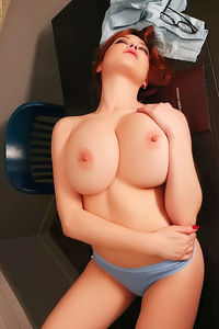 Tessa Fowler Shows Huge Breasts